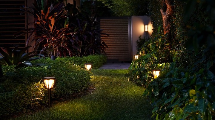 5 Ways To Use Pathway Lights To Lead The Way Philips Hue